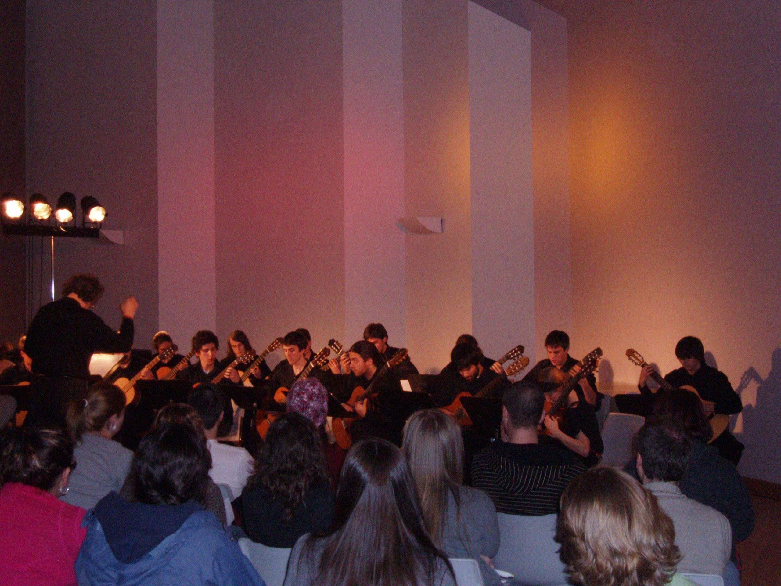 Direction du concert de la classe de guitares de l'Un. De Moncton, 2011