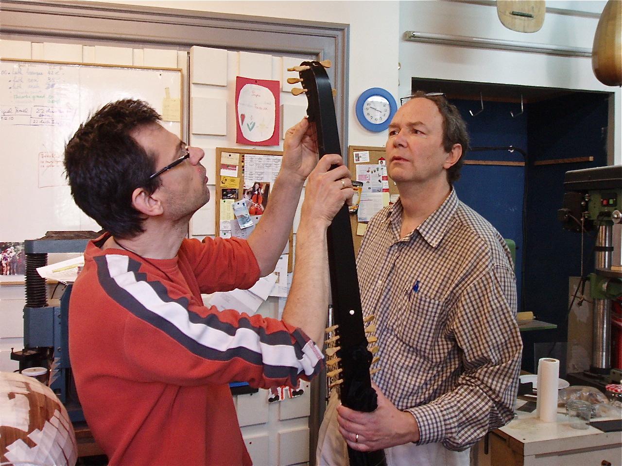 Avec Wolfgang Früh, luthier, Paris, 2012